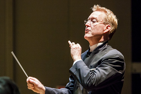 Robert Carnochan conducts the FROST Wind Ensemble